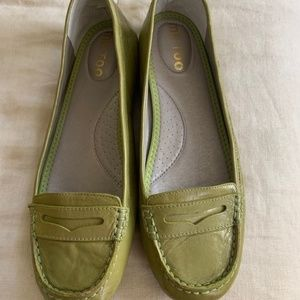 MeToo womens shoe flats,driving mocs 10 M preowned